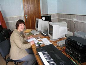 Алла Загайкевич на своем рабочем месте в Киевской Национальной консерватории, май 2005